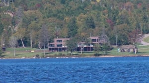 Abony family home, Lake Utopia