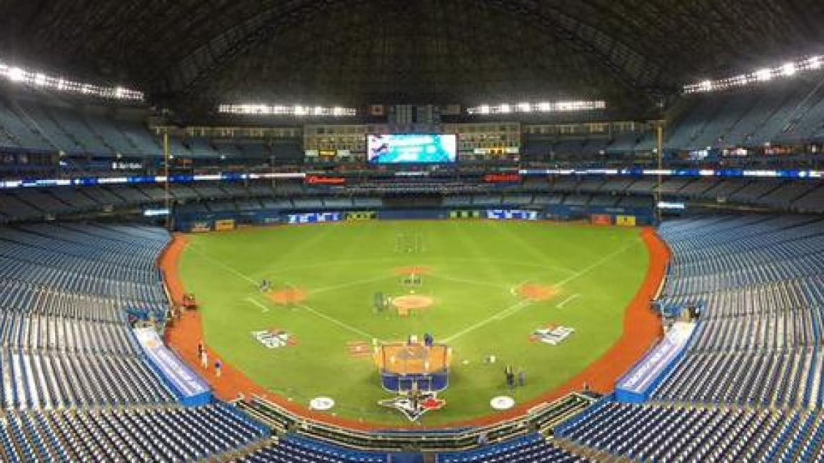 Blue Jays fans upset about closed roof at Rogers Centre ...