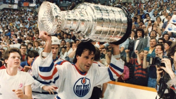 Along with speaking to Martin Academy students, former Edmonton Oilers defenceman Paul Coffey was in Regina for the Kinsmen Sports Celebrity Dinner and Auction.