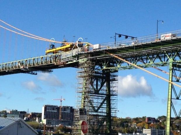 Big Lift gantry bridge closure