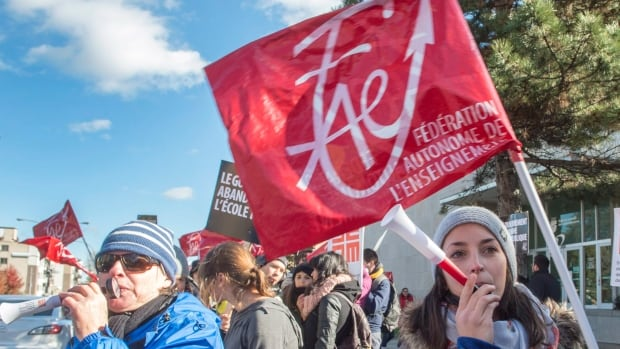 The Fédération autonome de l'enseignement (FAE), which represents about a third of teachers in the province, is still without a contract.
