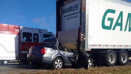 Fatal crash on 401 in Pickering