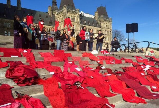 MMIW, parliament hill, red dress, ottawa