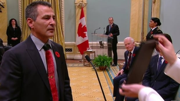 Hunter Tootoo signed a new mandate for Fisheries and Oceans nine days after being sworn in as the department' new minister.