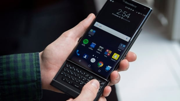 BlackBerry's first Android device, the Priv, goes on sale ...