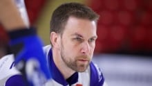 Brad Gushue back curling after concussion-like symptoms from on-ice fall