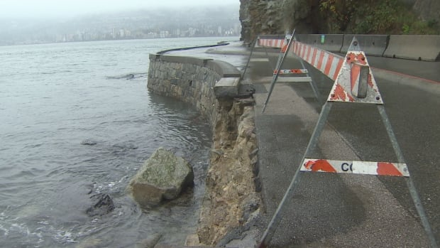 The outer wall of the seawall around Vancouver's Stanley Park has collapsed, leading the park board to close part of it.