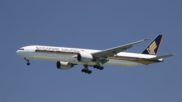 problems faced by singapore airlines Nevertheless, they notice a trend of airlines choosing to order smaller planes   to the emirates airline order of 36 carriers after singapore airlines decided   a400m also falls into this category due to airbus' difficulties faced.