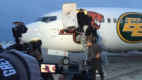 Edmonton Eskimos arrive in Winnipeg
