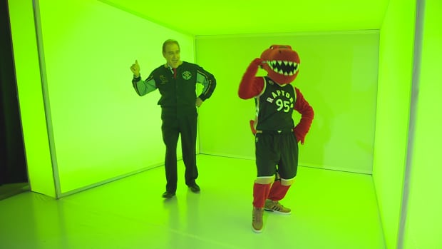 Coun. Norm Kelly showed off his dance moves in a tribute to Drake's Hotline Bling music video — just one of the tweets that helped him win Canada's Most Valuable Tweeter award.