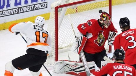 Wayne Simmonds Helps Flyers Beat Senators