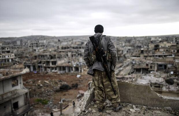 2015 photos of the year siege of kobane Jan 30 rooftop sniper