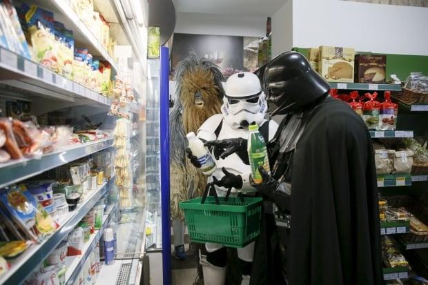 Darth Mykolaiovych Vader Ukraine Star Wars Dec 2015 shopping