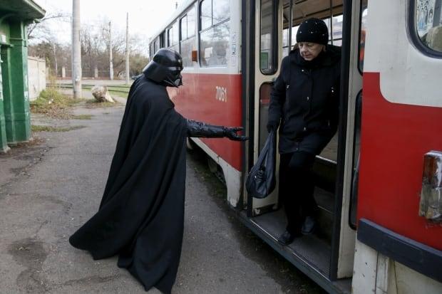 Darth Mykolaiovych Vader Ukraine Star Wars Dec 2015 helping hand
