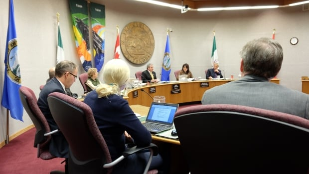 'We're not looking for four votes, we're looking for 28,644,' said mayor Dan Curtis.