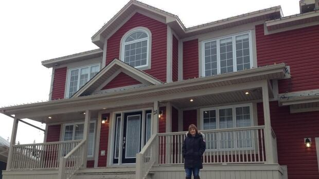 Lori Ralph is selling her home on Facebook, and offering a $1,000 prize if a share leads to a sale.
