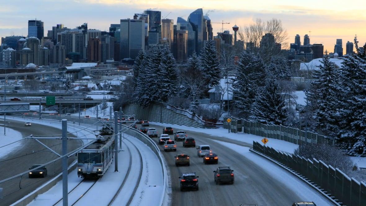 Calgary roads slick as 5 to 10 cm of snow forecast ...