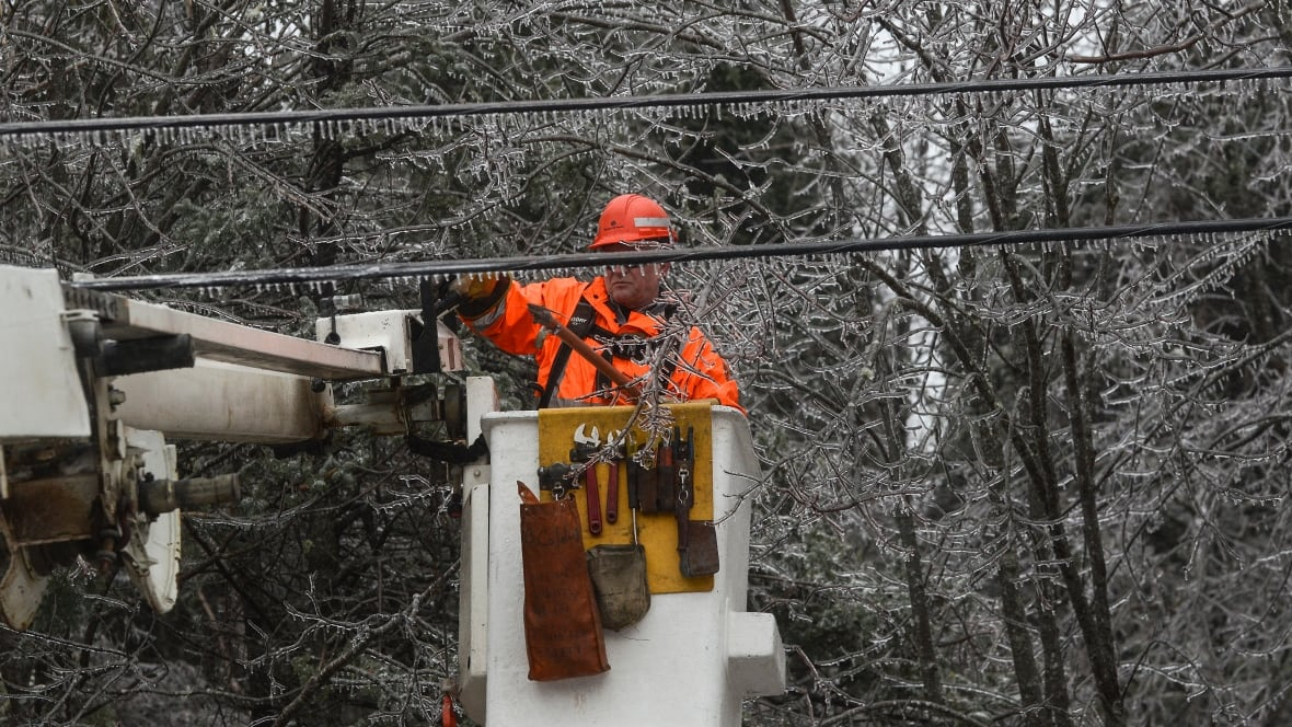 how to become a power lineman in canada