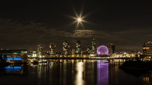 Amateur photographer Jacqui Ferguson sent in this photo which she captured from Vancouver's Cambie Bridge on Christmas night.