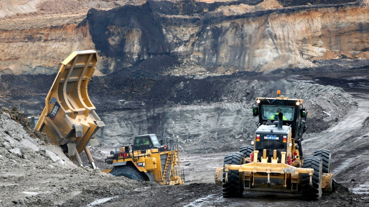 Coal mine deaths in U.S. at record low - Business - CBC News
