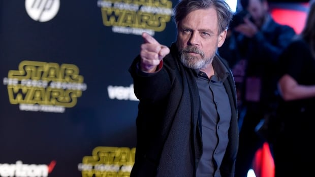 Mark Hamill is fighting the forged signatures of his name by verifying autographs sent to him by fans on his Twitter page.