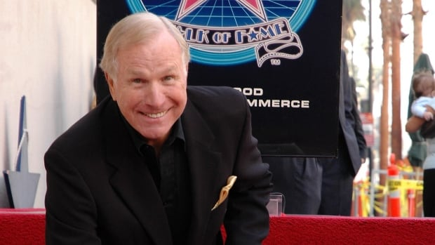 Wayne Rogers, best known for playing the surgeon Trapper John McIntyre on the 1970's hit television show MASH, has died at the age of 82.