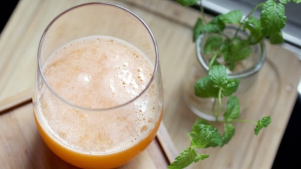 A delicious pint? No. That's a cup of melon and carrot juice, health-concious friends.
