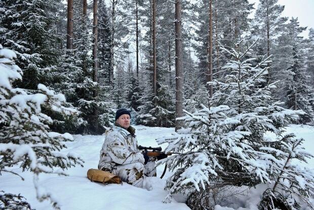 SWEDEN has lots of guns hunter in Jan 2011