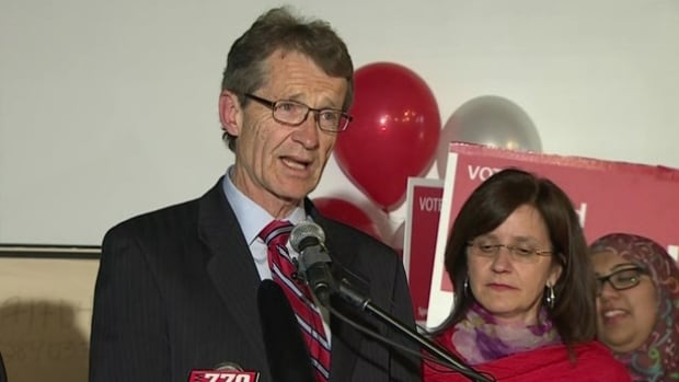 Dr. David Swann will stay on as Alberta Liberal leader until a leadership convention scheduled for 2017.
