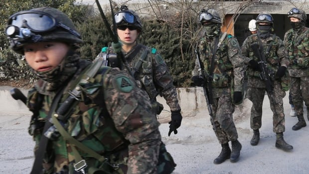 South Korean army soldiers gather to search for suspected North Korean leaflets in Seoul on Wednesday.