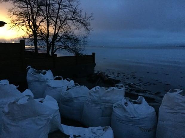 Sandbag Delta king tide