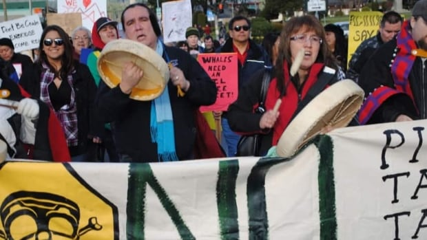 Hundreds rally against Northern Gateway pipeline