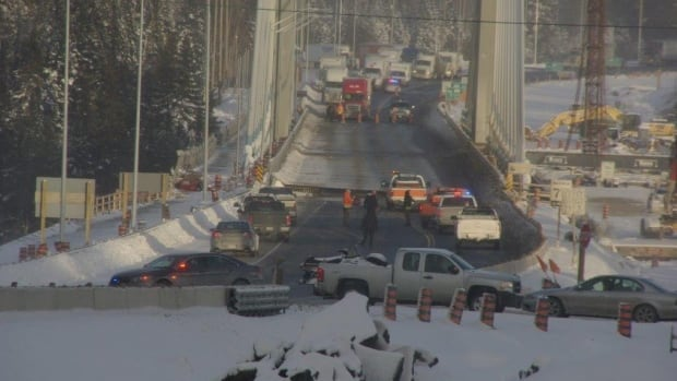 After being closed at approximately 3 p.m. on Sunday, Jan. 11, the bridge crossing the largest river entering the Great Lakes, the Nipigon, has been reopened to one lane of traffic. Cars and most trucks must wait about five minutes to cross the bridge on the one lane.