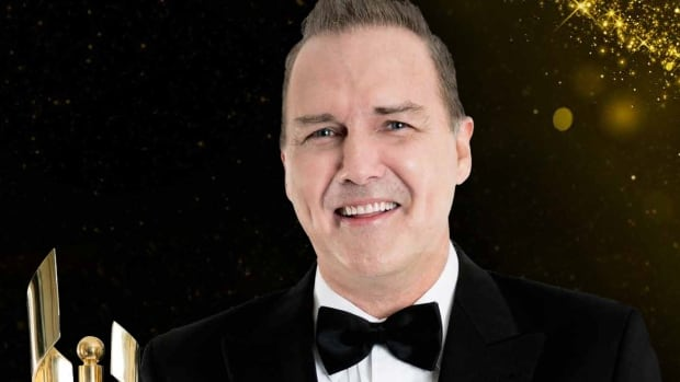 Comedian, actor and writer Norm Macdonald has said he won't channel notorious Emmys host Ricky Gervais when he MCs Sunday night's 2016 Canadian Screen Awards gala.