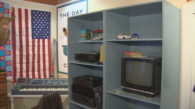 ferris replica tv and keyboard