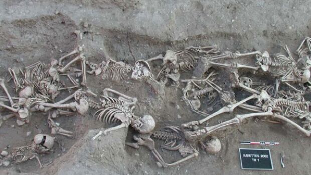 An analysis of teeth from victims of a plague outbreak in Marseilles, France, in 1722, found they were infected with descendants of the Black Death strain of bacteria, report a group of Canadian, German and U.S. researchers in a paper published in the journal eLife.