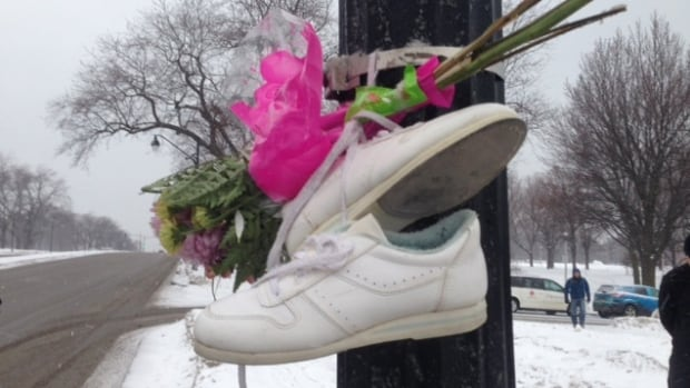 A group of concerned citizens hung a pair of so-called ghost shoes on Parc Avenue near Duluth Street to mark the death of Concepción Cortacans, killed while crossing at the traffic lights on Jan. 7.