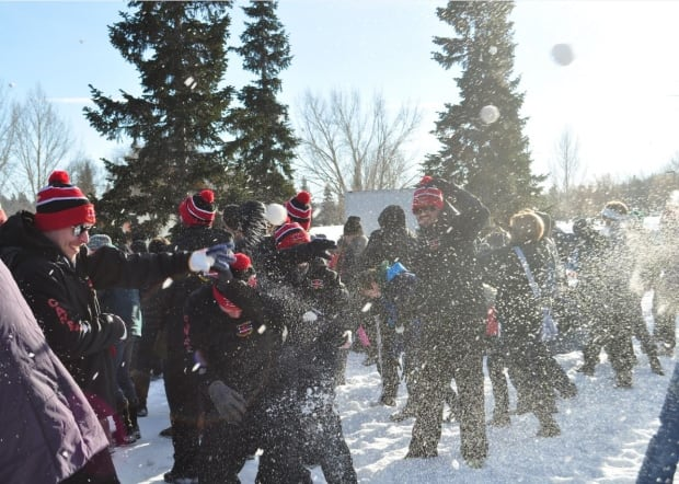 snowball fight 16