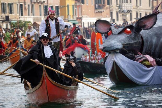ITALY VENICE CARNIVAL water parade
