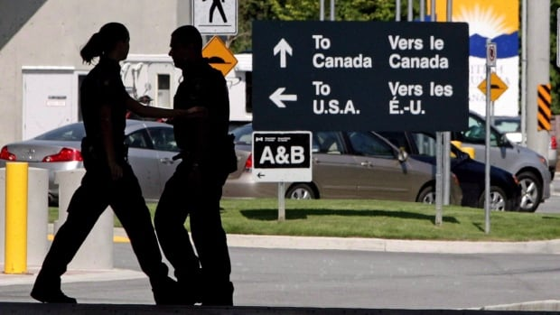 The Canadian Border Services Agency has been lax in inspections of high-risk shipments crossing the border, the federal auditor general says.