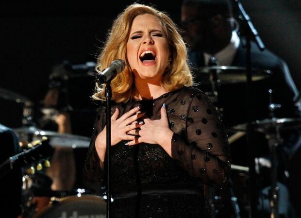 Adele Junos 2016