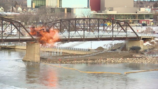 Saskatoon - traffic bridge - explosion