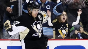Sidney Crosby scores 2 breakaway goals in 4-point night