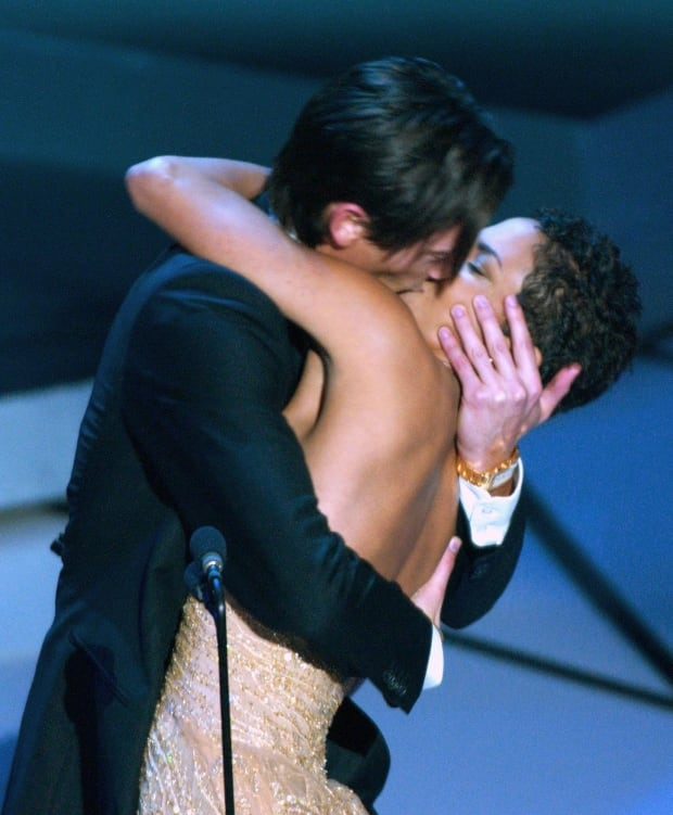 OSCARS Adrien Brody Halle Berry kiss