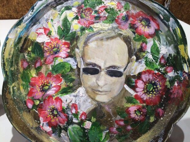Putin serving platter