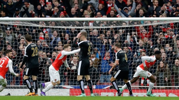 Arsenal's Danny Welbeck, right, celebrates after scoring his side's second goal during the English Premier League soccer match between Arsenal and Leicester City at the Emirates Stadium in London, Sunday, Feb. 14, 2016.