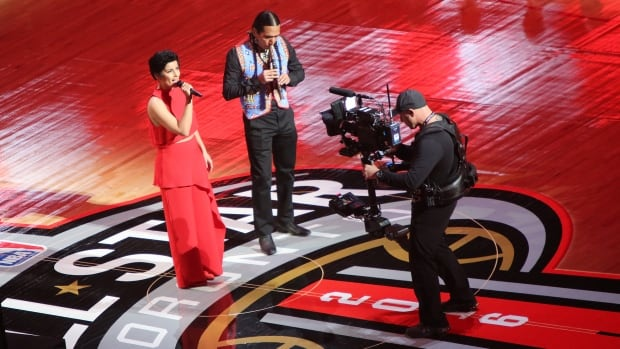 Nelly Furtado's rendition of O Canada went over well at the Air Canada Centre, but not so much on Twitter.
