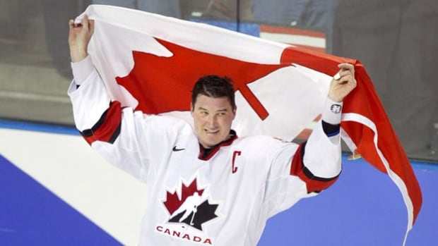 Mario Lemieux, seen here after winning the 2002 gold medal at the Winter Olympics, will join the Order of Hockey in Canada.