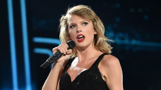 Taylor Swift, who won album of the year honours last week at the Grammys, is lending a helping hand to fellow artist Kesha.