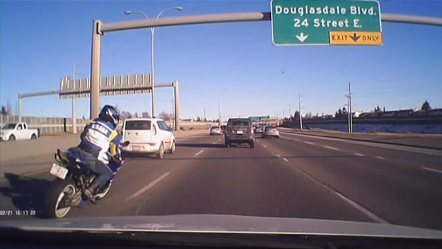 One of the motorcyclists caught on camera racing down Deerfoot Trail. (Screen grab: calgarydashcam)
